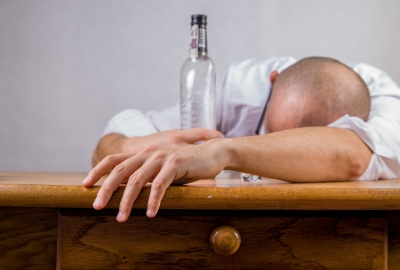 alcohol-428392_1920-400x270-MM-100